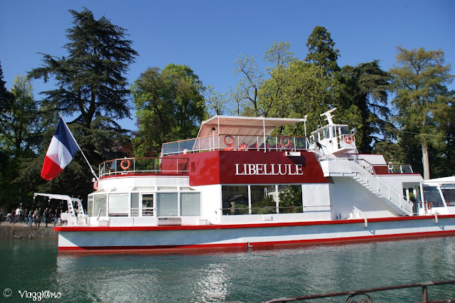 Uno dei battelli per la crociera sul lago di Annecy