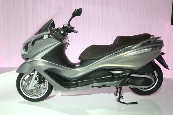 2013 piaggio x10 500 review and prices. Black Bedroom Furniture Sets. Home Design Ideas
