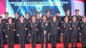 Kapolri Jenderal Idham Azis,Anugerahi Bintang Bhayangkara Untuk 26 Pati Polri