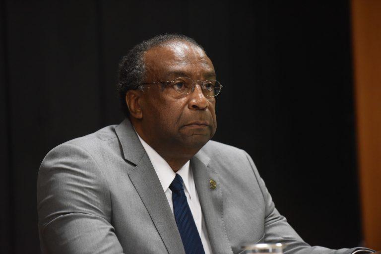 Posse do novo ministro da Educação é adiada após polêmica do currículo