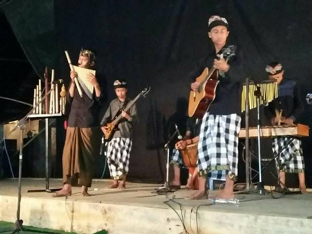 Alunan Nada Pengantar Arwah dari Seruling Dewata Band