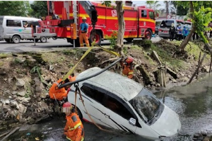 Mobil tercebur sungai di Surabaya gegara dering ponsel