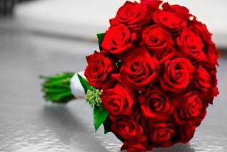 اجمل بوكيه ورد طبيعي احمر