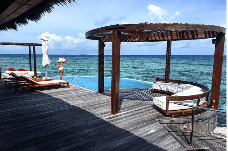 MALDIVES VS. BORA BORA : Which is Best for Whom?