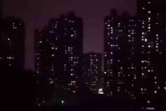 Tiếng gào thét thê lương, nhói lòng của người Vũ Hán lúc nửa đêm