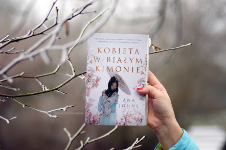 """""""Kobieta w białym kimonie"""" - Ana Johns"""