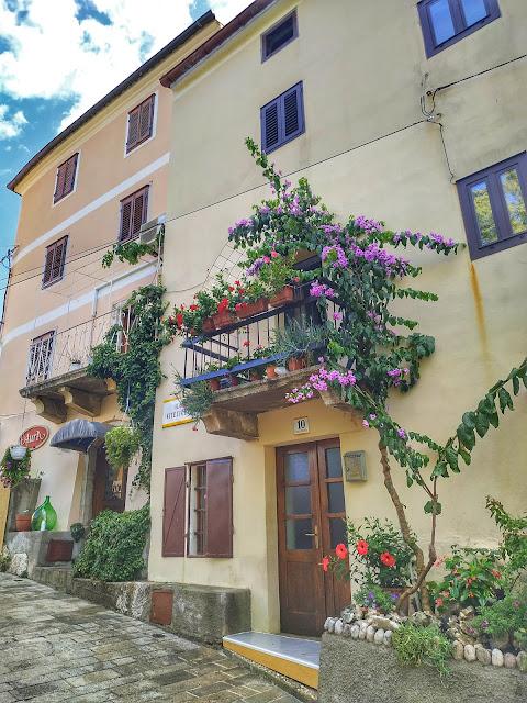 Vribnik na wyspie Krk, romantyczna miejscowość w Chorwacji