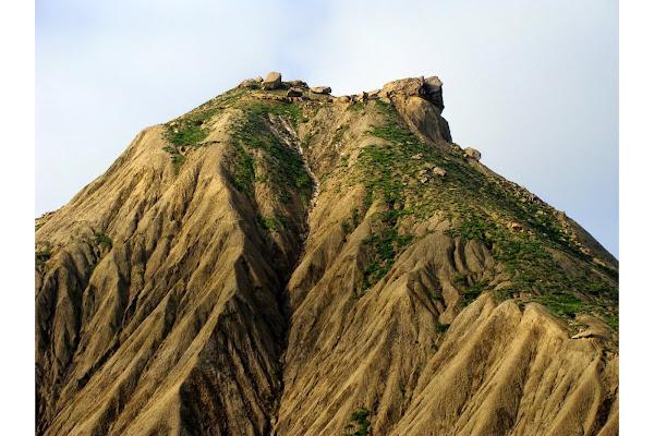 Характерный скальный выступ с северной сторны (весна)