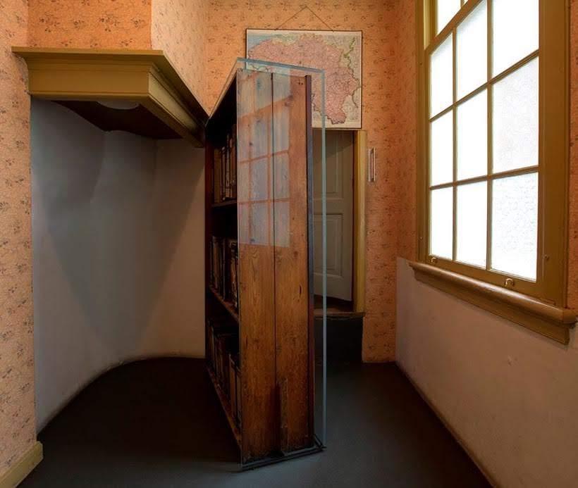 Porta secreta na Casa de Anne Frank: como visitar o museu em Amsterdam. Foto: www.annefrank.org
