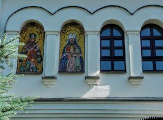 Микільське. Свято-Успенський Миколо-Василівський монастир. Надбрамна церква-дзвіниця на честь Іверської ікони Божої Матері