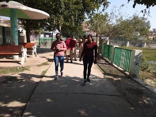 पुलिस अधीक्षक जालौन डॉ0 सतीश कुमार के निर्देशन में एन्टी रोमियो टीम द्वारा स्कूल /कोचिंग सेंटर/भीड़भाड़  Schools / coaching centers / congestion by Anti Romeo team under the direction of Superintendent of Police Jalaun Dr. Satish Kumar