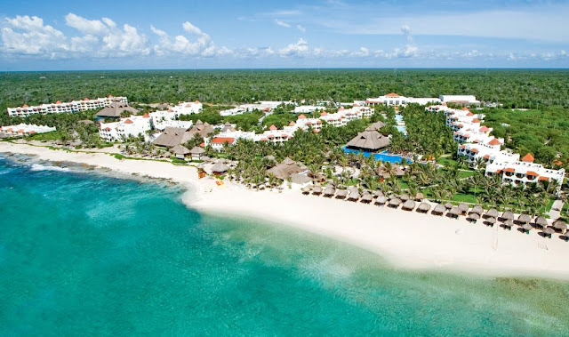 Lose yourself in the bliss of a paradise only found on the shores of the Riviera Maya. El Dorado Royale All Inclusive is a Five Star beachfront resort, providing an exclusively breathtaking setting for romance.