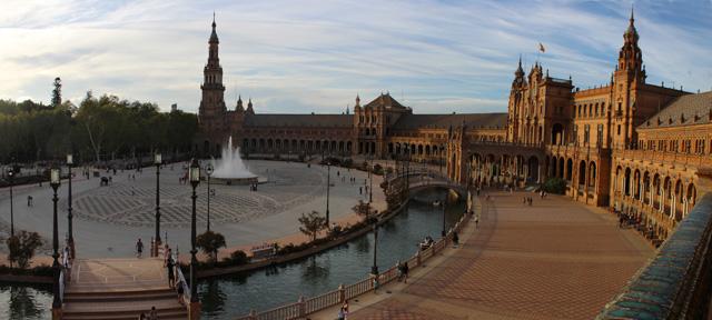 La Plaza de España, en el Parque de María Luisa