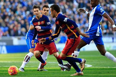 Messi luôn bị cầu thủ của đối phương kèm chặt