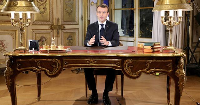 Macron: Khung cửa hẹp