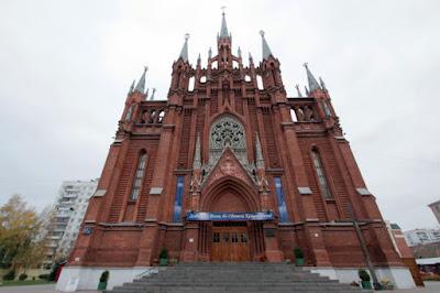 Las catedrales católicas más importantes de Moscú y San Petersburgo