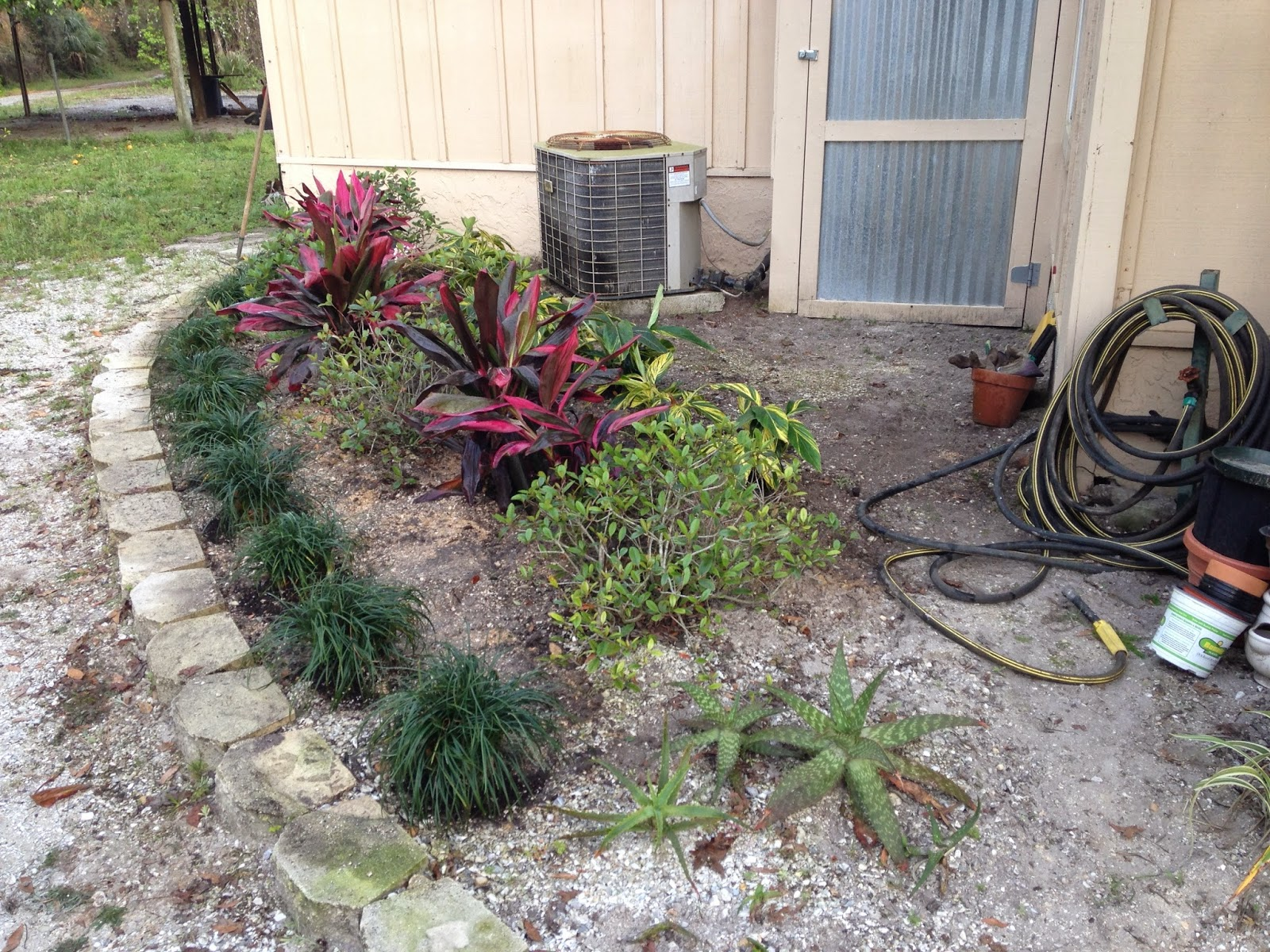 Do You Put Mulch Down Planting Flowers