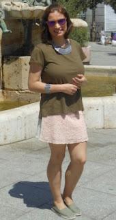http://www.trendycaos.com/2015/06/rosa-khaki.html