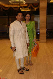 Sachin Tendulkar with his wife at Mata ka Jagrata hosted by Anu Malik 18.JPG