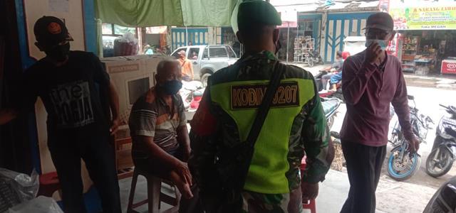 Bersama Dengan Perangkat Desa, Personel Jajaran Kodim 0207/Simalungun Laksanakan Komsos Jalin Silaturahmi