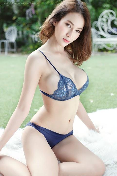 Hot Girl Ngực Khủng Khoe Dáng Bikini