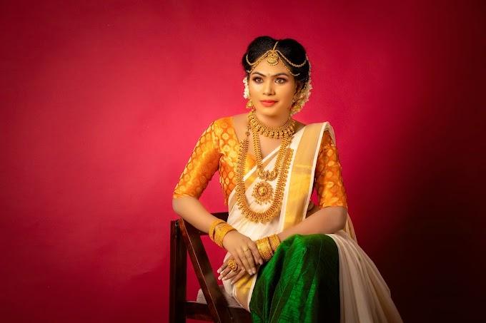 ஒய்யாரமாக உடையணிந்து  திவ்யா கொடுத்த வைரல் போஸ்    Actress Divya Krishnan Latest Photos