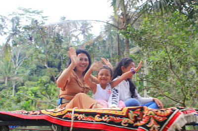 Nyoman Misnawati Karpet terbang di Tunggir Bali