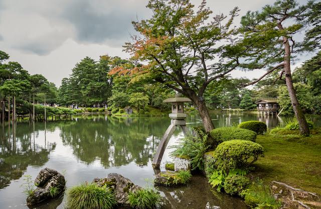 Lago en el parque del castillo de Kanazawa :: Canon EOS5D MkIII | ISO400 | Canon 24-105@24mm | f/5.6 | 1/100s