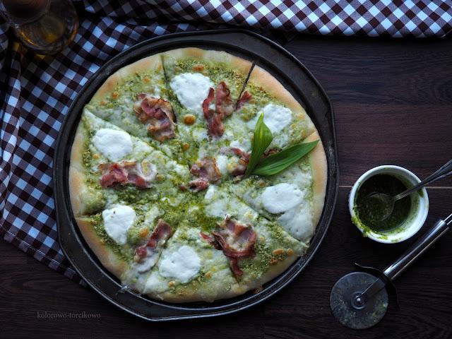 pizza-z-boczkiem-i-mozzarellą