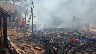 puing-puing rumah sisa kebakaran