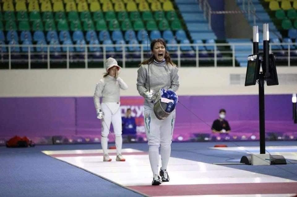 Zaynab Dayibekova comemora ponto em pré-olímpico asiático