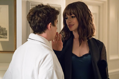Anne Hathaway and Alex Sharp in The Hustle