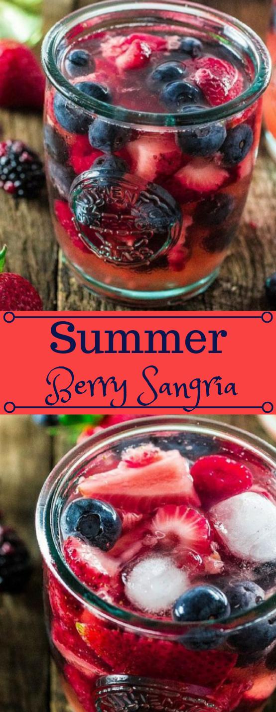 SUMMER BERRY SANGRIA #sangria #cocktail #drink #healthy #recipe