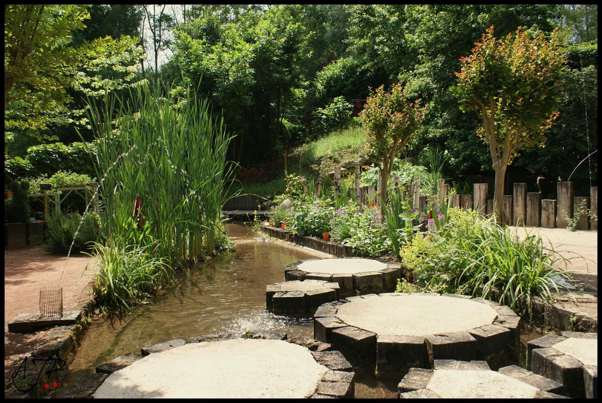 Paradis express jardins des sources p trifiantes la sone - Le jardin des fontaines petrifiantes ...