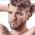 Modelo trans Aydian Dowling esbanja sensualidade em capa de revista gay