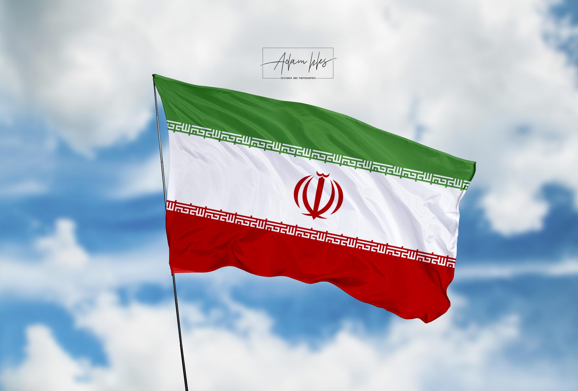 تحميل اجمل خلفية علم ايران يرفرف في السماء - اجمل خلفيات ايران الرائعة