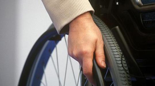 Άντρας σε αναπηρικό αμαξίδιο έχασε τη ζωή του πέφτοντας στη θάλασσα