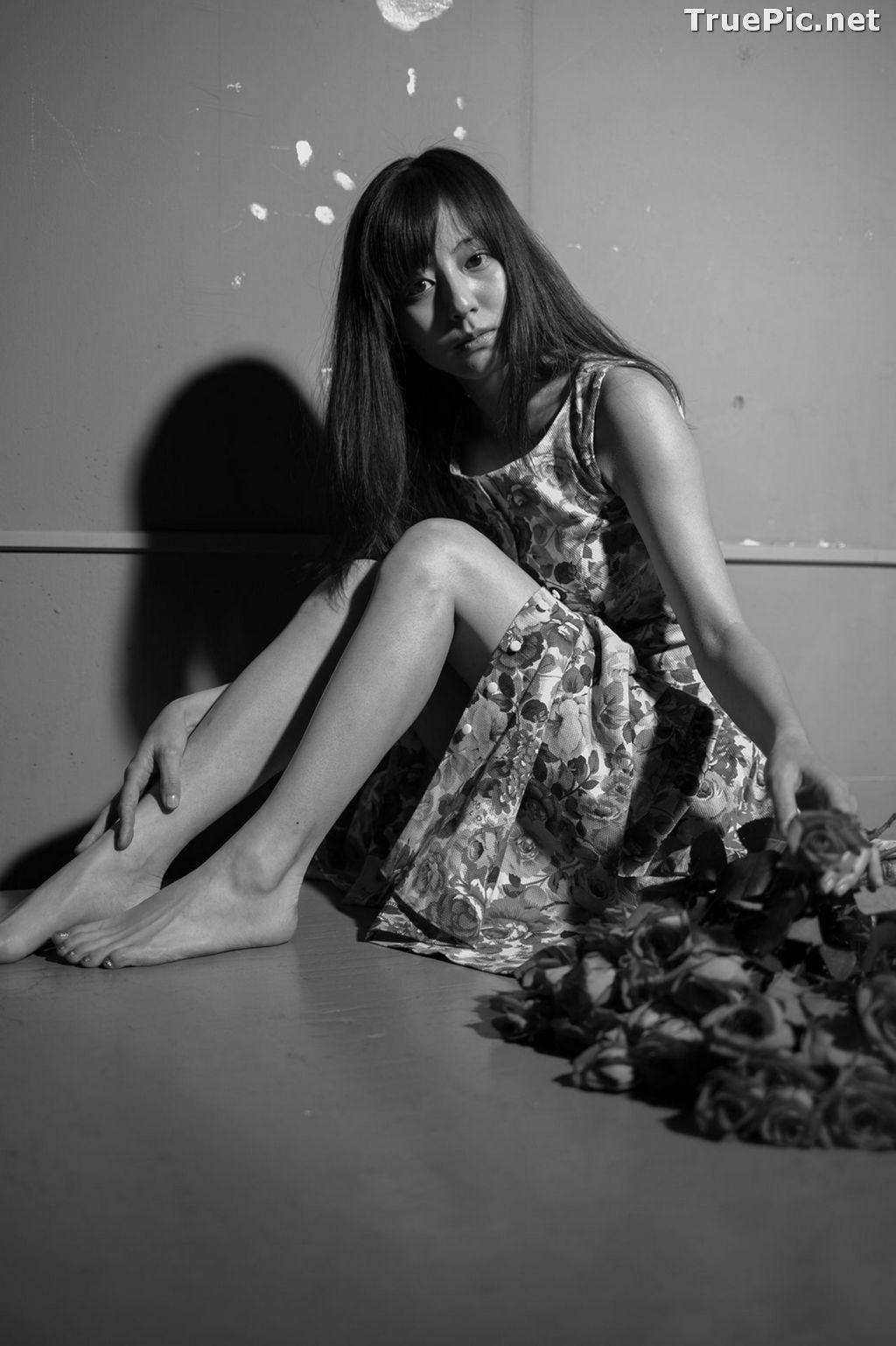 Image Japanese Model and Actress - Yumi Sugimoto - Yumi Mono Chrome - TruePic.net - Picture-4