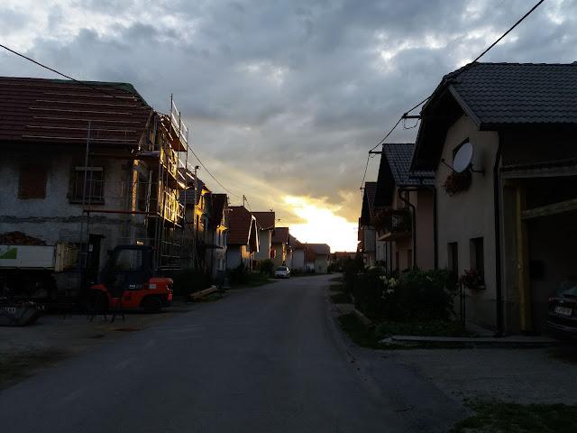"""Ulica"" na dolenjem Jezeru, kjer živi Marko"
