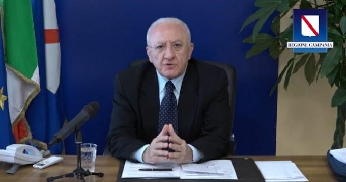 """De Luca contro il Governo: """"Scarica le responsabilità alle regioni"""""""