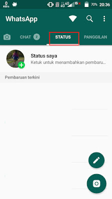 Buka aplikasi WhatsApp, lalu pilih menu Status atau Story