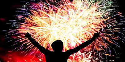 imagem de uma pessoa comemorando o ano novo