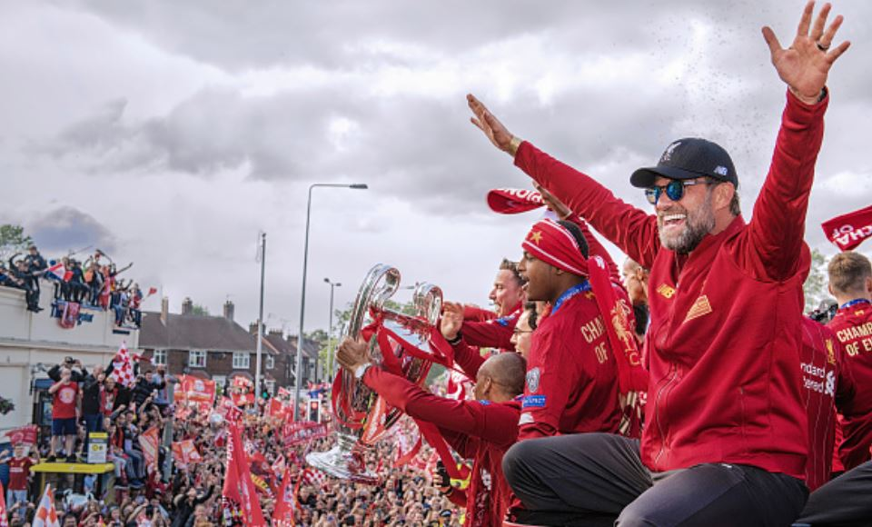 Liverpool-open-top-bus-parade