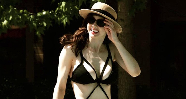Alexandra Daddario Hot Bikini Wallpaper