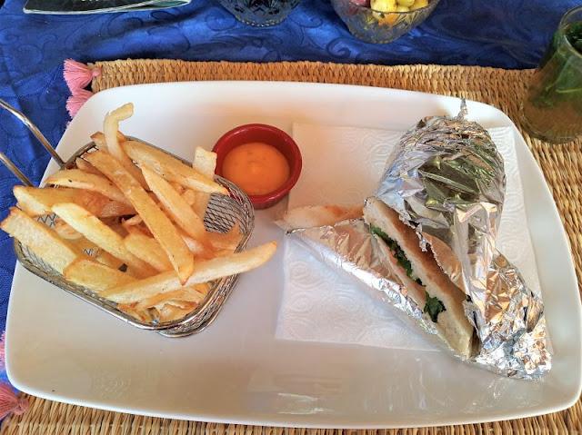 sandwich di verdure e patatine