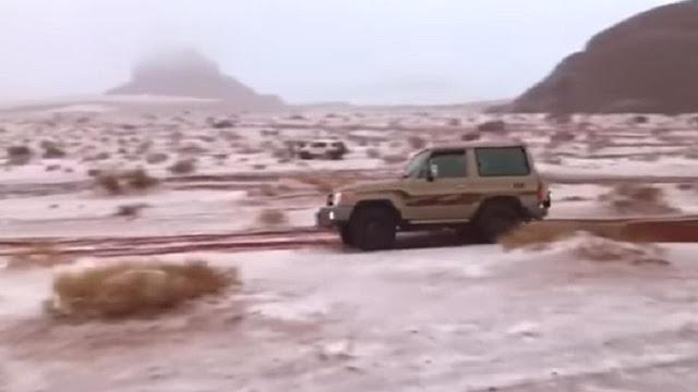 Ajaib... Salju Turun di Arab Saudi !!