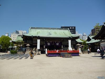 拝殿と舞台