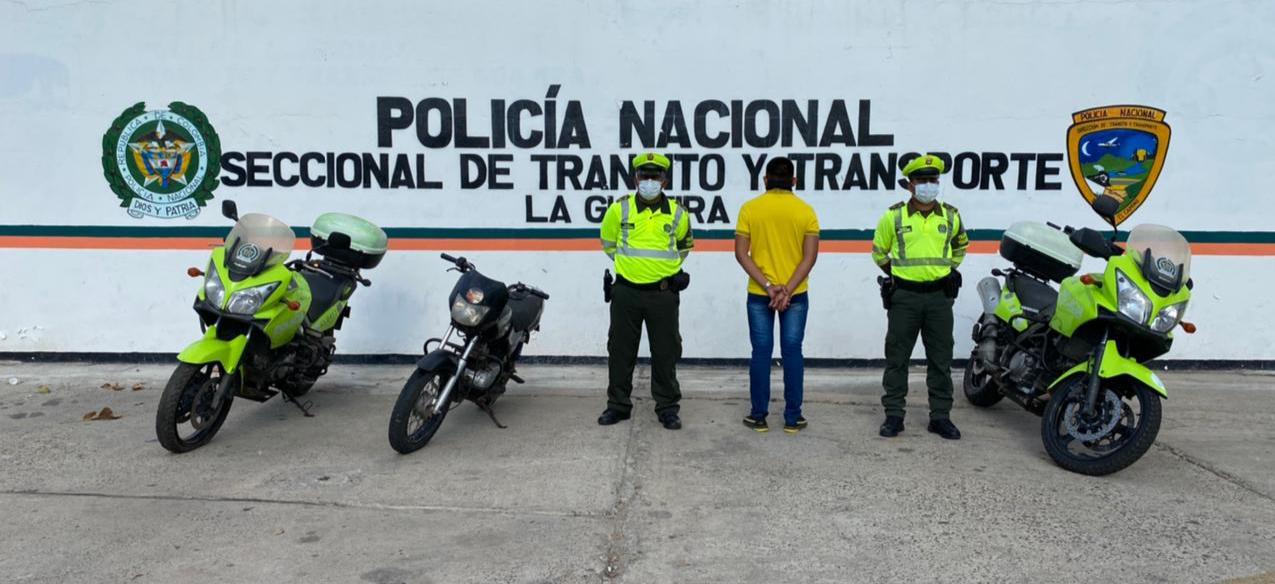 https://www.notasrosas.com/Tres personas que usaban documentos falsos, fueron capturados por uniformados de Setra
