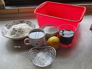 Υλικα για να φτιαξουμε κουλουρακια,κρασι,λεμονι,ζαχαρη,λαδι αλευρι