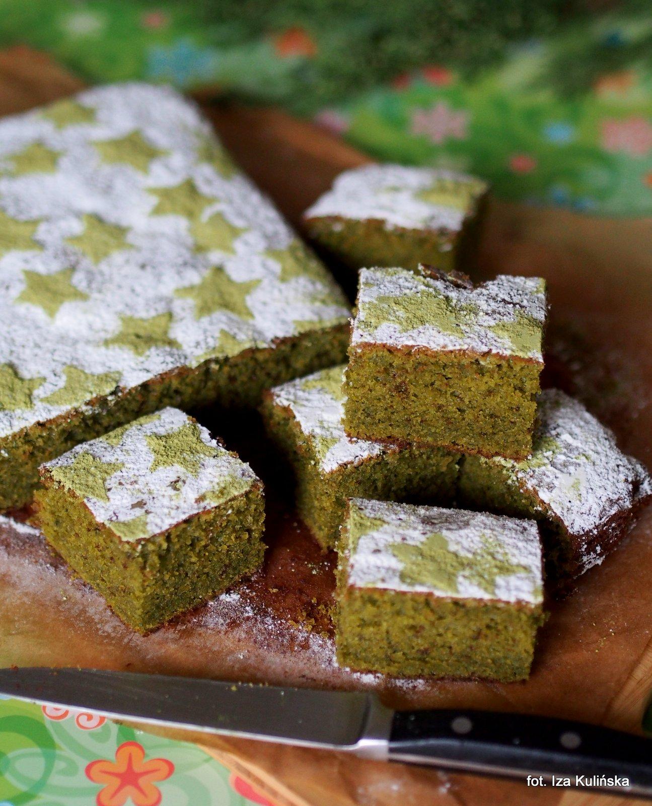 ciasto z herbata matcha, zielone ciasto herbaciane, ciasto z biała czekolada i zielona herbata, herbata matcha, biała czekolada, ciasto na niedziela, ciasta domowe